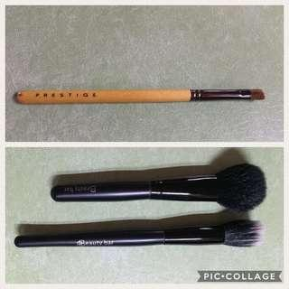Eyeshadow contour, blush and stippling brushes