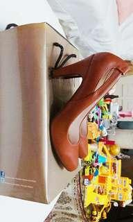 Parisian Basic Brown Heels