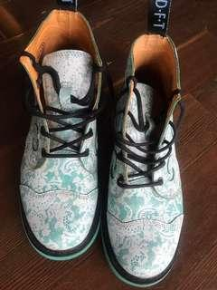 Johnny fluevog derby swirl 5 eye teal