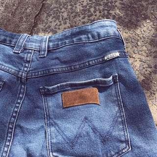Wrangler 'hourglass' denim shorts sz 10