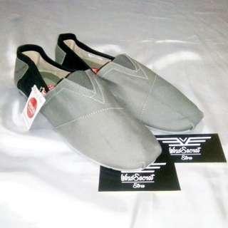 Sepatu Wakai Murah. Abu Hitam uk 40-43