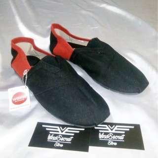 Sepatu Slip On Cowok Murah. Hitam Merah