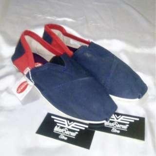 Sepatu Slip On Cowok Murah. Navy Merah