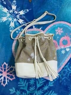 🚚 Disney 小美人魚 肩背包水桶包