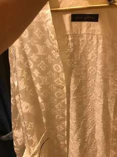 少見 近全新 Lv x supreme 絲綢刺繡白襯衫 xs號 版型超大