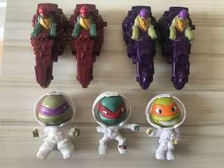 Assorted Ninja Turtles Collectibles