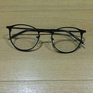 Fashionable eyeglass