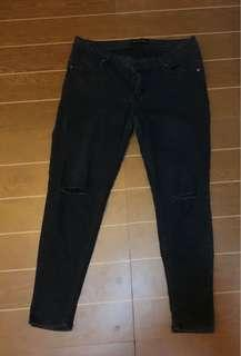 Pants tattered size 34