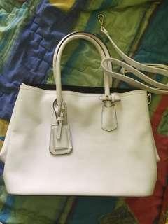 SAERA White Bags