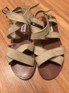 2 pairs 6.5 Steve Madden sandals