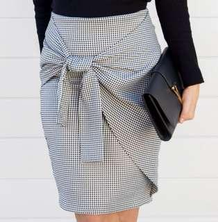Forcast 10 houndstooth pencil skirt with detail