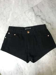ulzzang black mid waist / high waist shorts