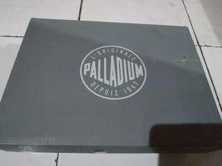 Sepatu Palladium