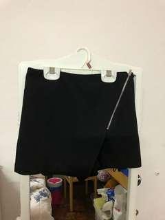 Preloved Miss Selfridge black skort with zip detail (Uk 4)