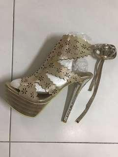 Gold colour heels for D&D or wedding