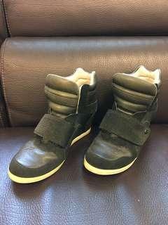 Kookaburra 內增高球鞋