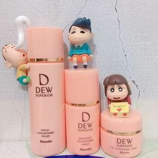 佳麗寶DEW滋潤型化妝水乳液