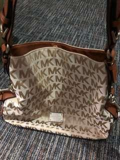 Authentic Michael Kors - Big Valley Large Shoulder Bag
