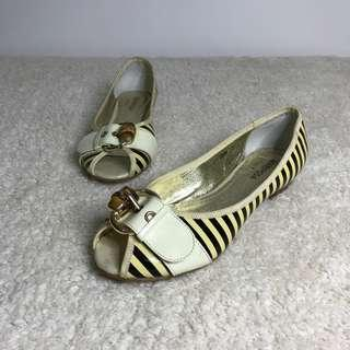 Mariposa (Spanish brand) peep toe doll shoes (very nice in Actual, with wood detail)