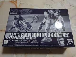 Gundam RX-79G ground type with parachute pack