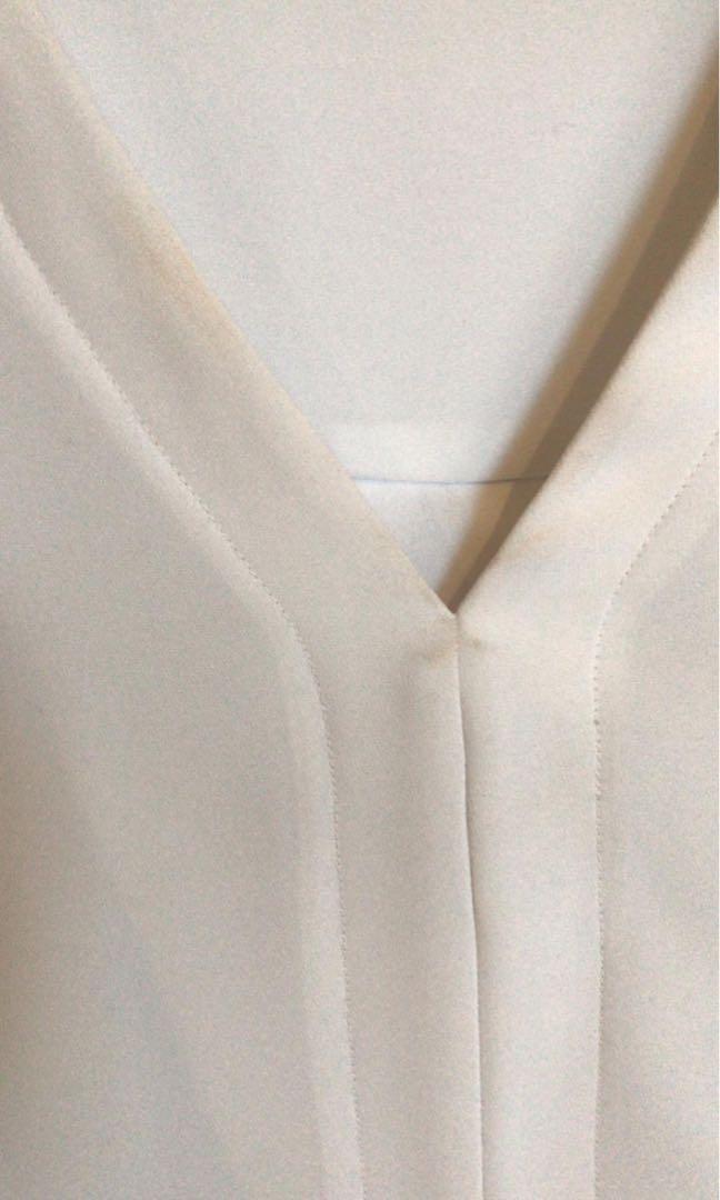 Farage size 10 white v neck shirt