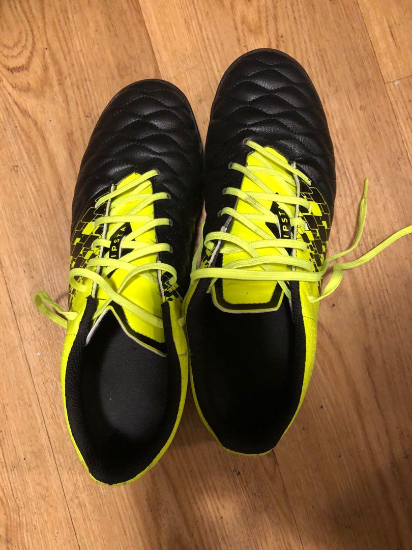 Subir montar Convencional  Kipsta Decathlon Soccer Boots Shoes, Sports, Sports Apparel on Carousell