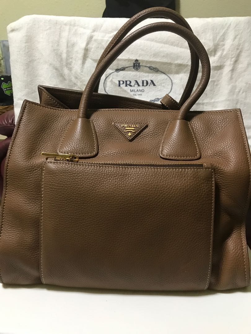 f7f8ec4cb251 Preloved Prada Vitello Daino tote bag, Women's Fashion, Bags ...