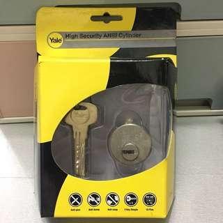 🈹🆕全新 鎖膽Yale 雙重保安螺絲膽,蛇仔坑,電腦匙5條,沙鋼色