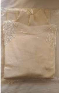 🚚 冬季高領毛衣玫瑰白雙肩有珠飾