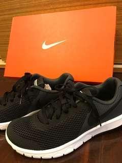 Nike耐髒輕量黑色慢跑鞋 22.5宮分