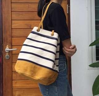 🚚 泰國設計師兩用側背包
