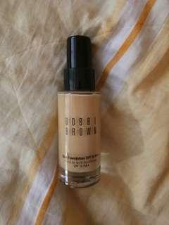 Bobbi Brown Skin Foundation in the shade 4.75 golden natural