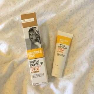 Invisible Zinc Tinted Daywear LIGHT - Mineral Shield SPF30