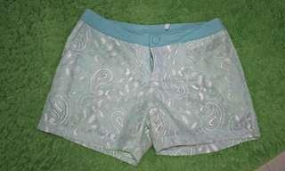 Celana pendek brokat tosca  / short pants lace