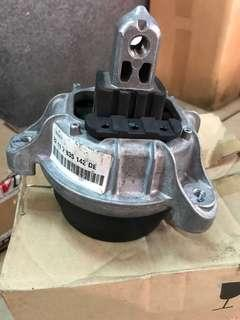 Bmw F10 engine mounting right / 22117935142