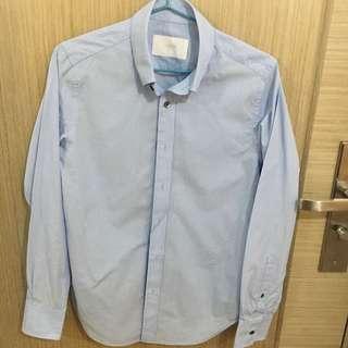 Initial 淺藍色修身恤衫 light blue shirt