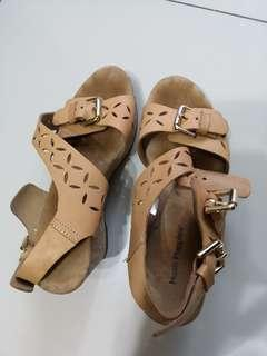 Repriced ☝️Hush Puppies Wedge Leather sandals