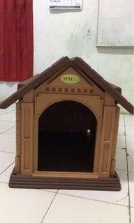 Rumah kandang anjing kucing