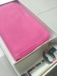 Dompet fossil brenna clutch pink faux leather with key. Original.