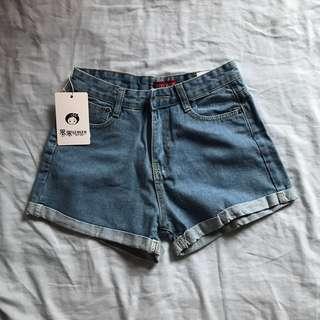 🚚 捲邊淺藍顯瘦牛仔短褲