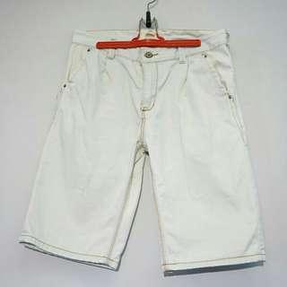 50%淺色牛仔短褲