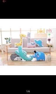2 pcs Bantal karakter sofa