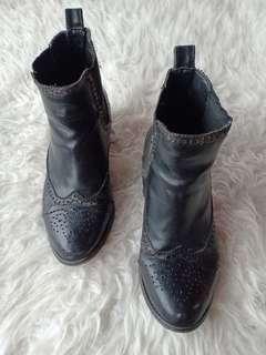 Boots hitam 36-37