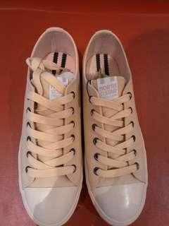 Sepatu Wanita / Sneakers / Sepatu Santai