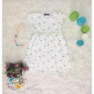 Dress white size :  Perkiraan usia 5th