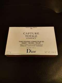 Dior Capture粉底Totale Compact Foundation Triple Correcting Powder