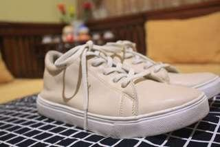 Casual classy girl sneakers size 40