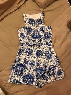 🚚 White and blue floral romper