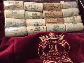 🚚 ✅收藏用。開瓶後之紅酒軟木塞 ➕ 酒紅色絨布袋(非。全。新)