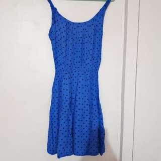 Dress pantai polkadot. Beach dress